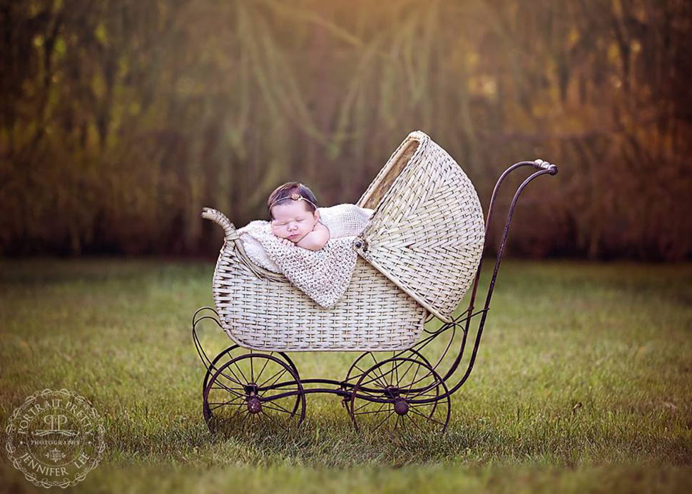 Outdoor Newborn Photographers Buffalo NY