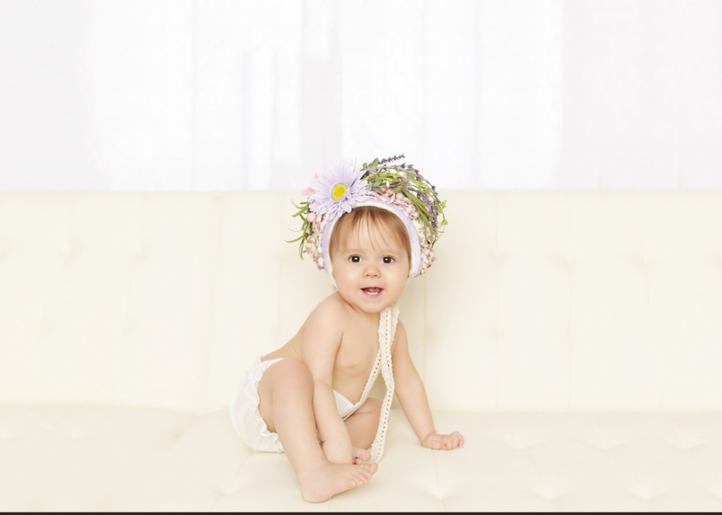 baby on a couch portrait pretty photography 2015