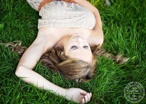 senior portraits orchard park dark grass