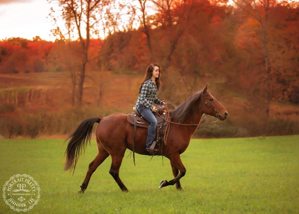 fall high school senior portraits with horse buffalo photographers portrait pretty photography