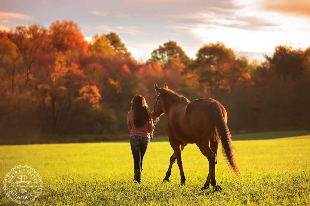 senior portraits at sunrise with horse buffalo photographers portrait pretty photography
